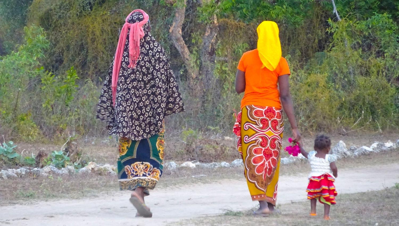 pic-mozambique-07-women+child